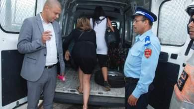 Photo of بالصور: الشرطة تقتحم ملهى بعين الذئاب وتوقف 18 شخصا بينهم قاصرات