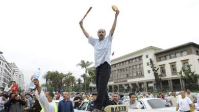 Photo of الدار البيضاء: تدخل أمني لإفراغ الطريق العام من سيارات الأجرة وسائقيها المحتجين
