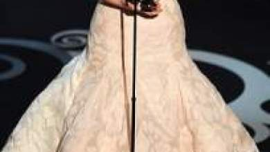 """Photo of بالصور: الممثلة الفاتنة الحائزة على جائزة الأوسكار جينيفر لورانس تدخن""""الحشيش"""" بجزيرة هاواي"""