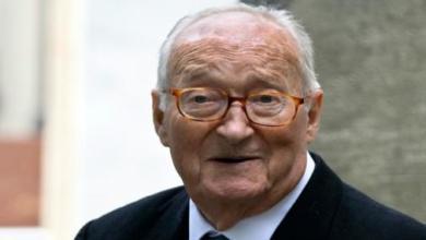 Photo of وفاة الكاتب الفرنسي الان ديكو عن تسعين عاما