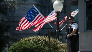 Photo of الشرطة تطلق النار على مسلح امام مبنى الكونغرس في واشنطن