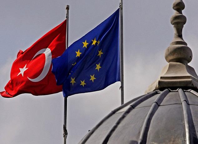 """تركيا تتهم الاتحاد الأوروبي بـ""""التحيز"""""""