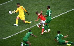 المنتخب السعودي ينجو من كارثة جوية في روسيا