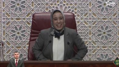"""Photo of ما أصعب إلا البداية.. ماء العينين تخلع الحجاب وتضع """"الدرة"""" وترفع جلسة البرلمان ل10 سنوات للصلاة"""