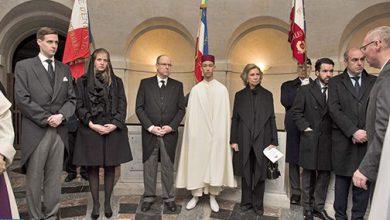 Photo of ولي العهد الامير مولاي الحسن يمثل الملك في مراسم تشييع جثمان كونت باريس هنري دورليان