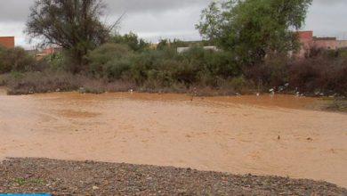 Photo of إقليم الحوز: انجراف كميات هائلة من الأتربة والأوحال على الطريق الوطنية رقم 7 يؤدي إلى طمر سيارة للنقل المزدوج