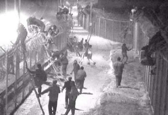 Photo of هجوم جديد للمهاجرين الأفارقة على سياج مليلية أسفر عن إصابة خمس عناصر من الحرس المدني الإسباني