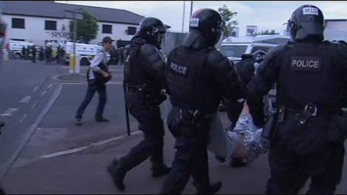 Photo of الاحتجاجات في إيرلندا الشمالية مستمرة واستدعاء البرلمان للمساعدة في عودة الهدوء