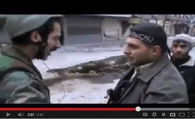 Photo of بالفيديو: ضابط سوري رمى سلاحه وتقدم لمحاورة الجيش الحر في أرض المعركة