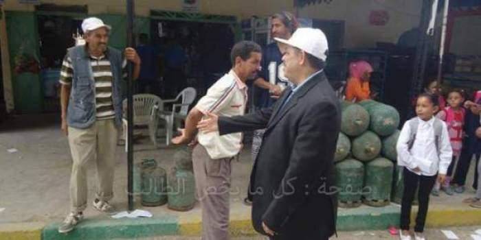 Photo of مواطن مغربي يرفض مصافحة حميد شباط والأخير يشكك في إسلام بن كيران