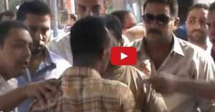 Photo of بالفيديو بائع فقير يبكي ويبوس رجلي الشرطي و الأخير قام بصفعه على وجهه