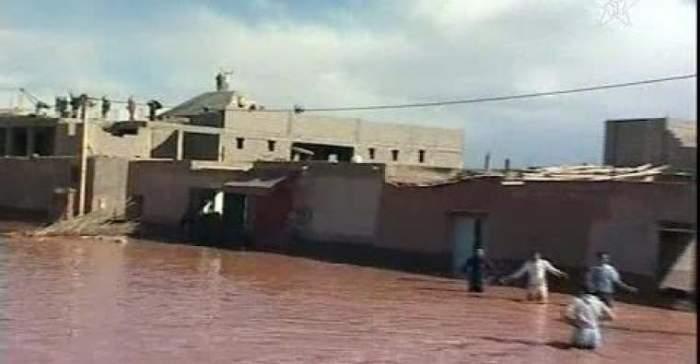Photo of فيديو: نصف ساعة من الأمطار الجارفة بمنطقة أمسمرير بتنغير أدت إلى انهيار طريق جهوية وشل حركة المرور