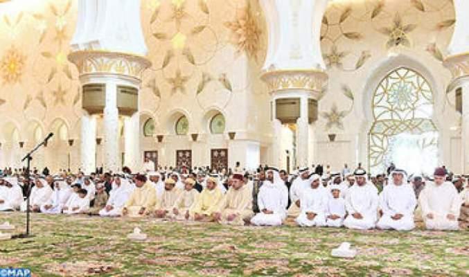 Photo of الملك محمد السادس يؤدي صلاة الجمعة ولي عهد أبوظبي بمسجد الشيخ زايد   :