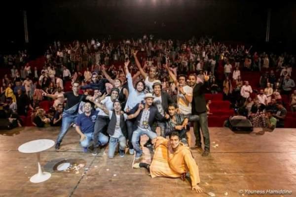 """Photo of نجاح كبير لـ""""شارع الضحك"""" بالدار البيضاء يؤكد على استمرارية الفكاهة مع جيل جديد من الشباب"""