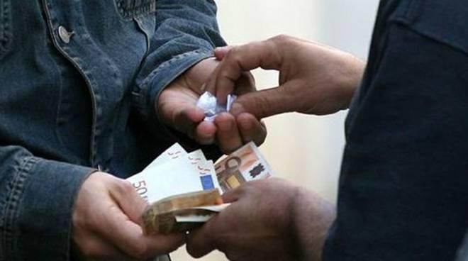Fondi. spaccio di droga, due arresti