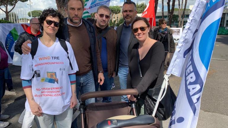 Roma. Wind Tre, lavoratori in piazza per protestare
