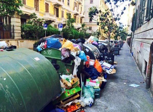 Roma, sui rifiuti un odioso scaricabarile
