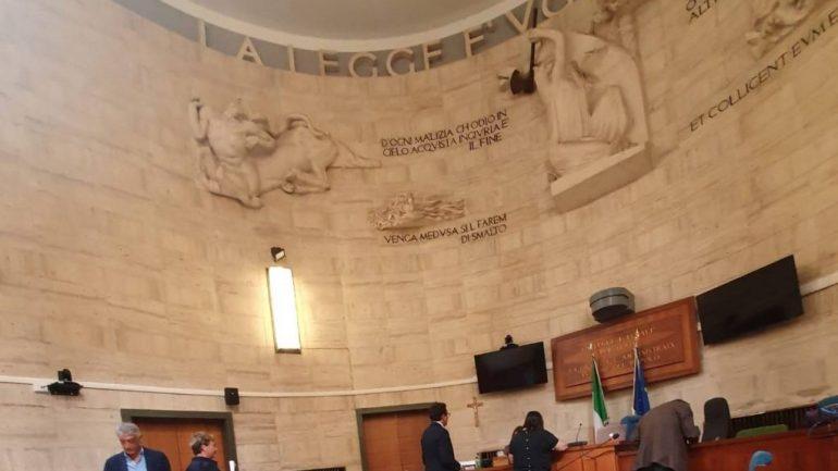 L'Ordine degli avvocati e il caso dei monitor in Corte di Assise