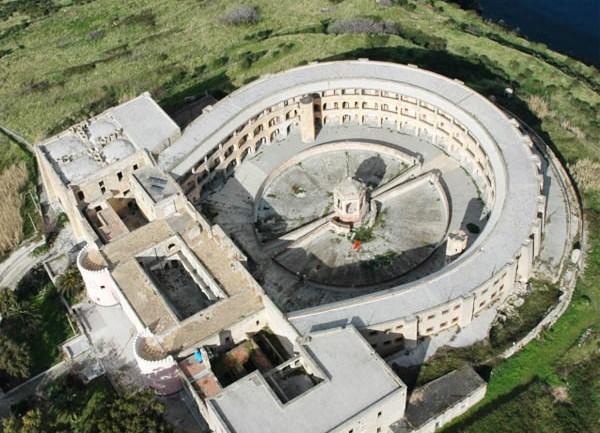 Approvata la mozione per non perdere i finanziamenti dell'ex carcere di Santo Stefano