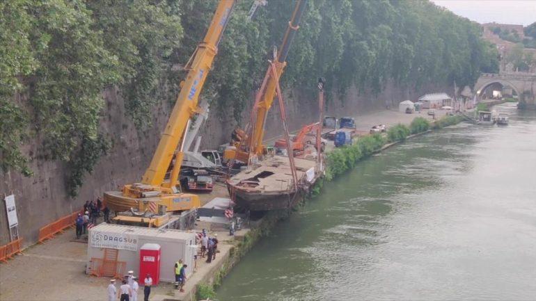 Regione Lazio. Zingaretti e D'Amore partecipano a rimozione ultimo relitto fiume Tevere