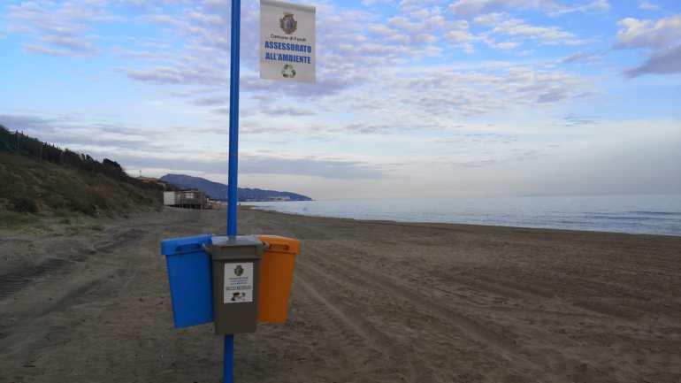 Infopoint, nuove isole per la differenziata sulla spiaggia e promozione del territorio: a Fondi si lavora per rendere il litorale sempre più Blu