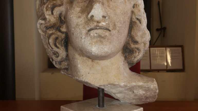 Dal Museo di Amburgo al Castello: restituita un'altra testa romana alla Città di Fondi