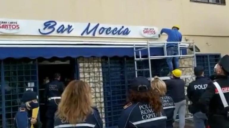Tor Bella Monaca: rimossa insegna bar Moccia
