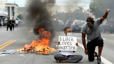 Se mettre à genoux est un acte de soumission, pas une attitude digne pour combattre le racisme