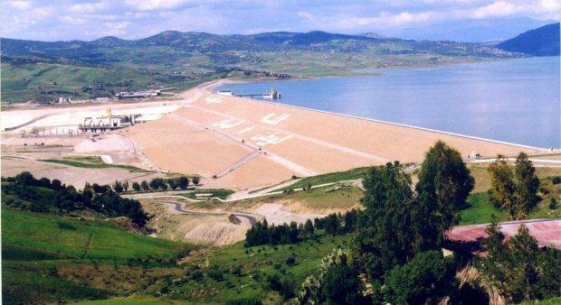 Le barrage al Wahda, conçu selon des technologies russes, produit un tiers de l'électricité du Maroc