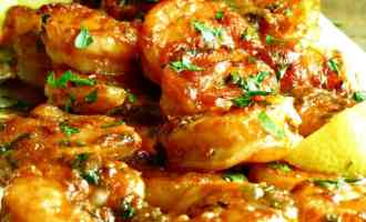 Spicy New Orleans Style Shrimp: easy, baked shrimp in a rich, spicy buttery Cajun sauce. Serve over rice or with crusty bread.