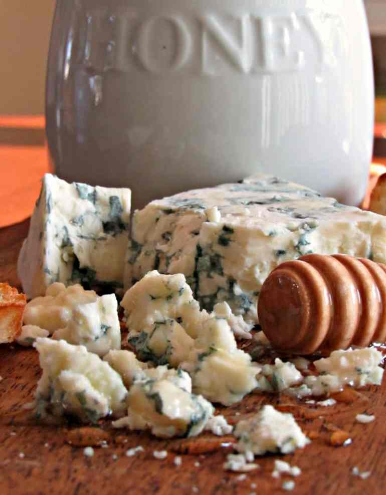 Blue Cheese Honey Appetizer ~ the bold flavor of blue cheese paired with sweet, locally sourced honey and warm, lightly toasted artisan bread.