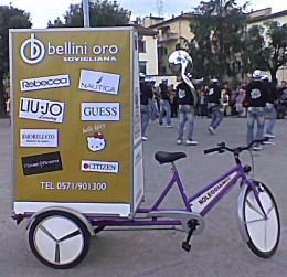 Annalisa la bici che avvisa pubblicità Bellini Oro