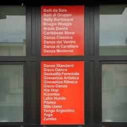 Scritte in quadricromia per finestra destra della scuola di ballo Diablo Latino international