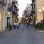 Ubriachi  creano il caos in via Atenea