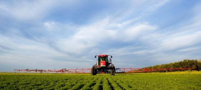 agricultura-pulverizador-Vida-Rural--810x317