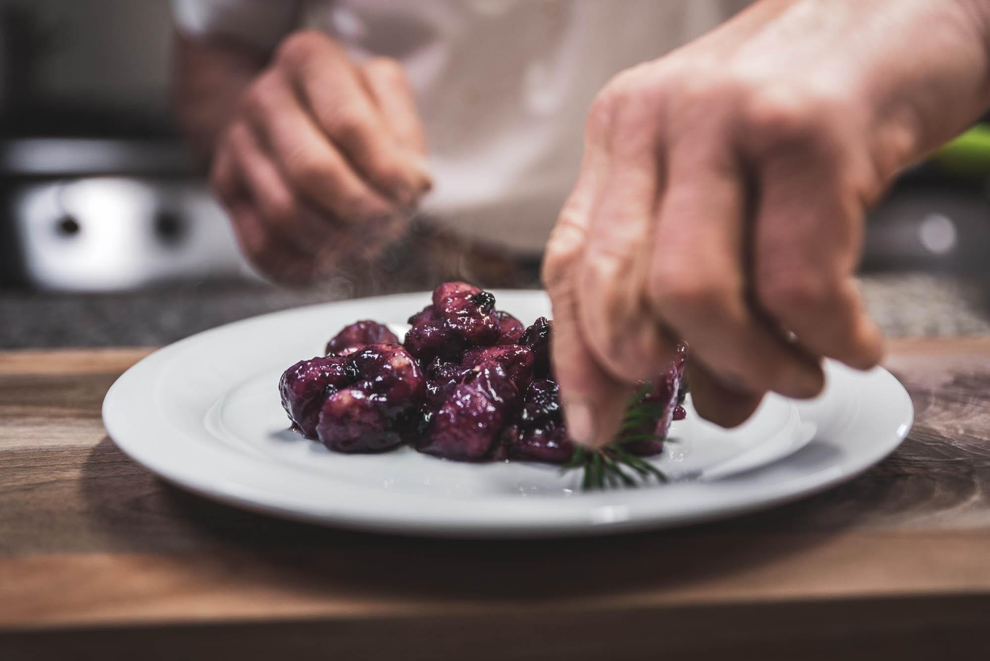 La cucina semplice e genuina al ristorante dell'Agritur Dalaip dei Pape