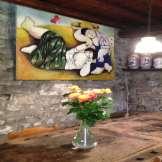 Dettaglio Agriturismo - Vaso Fiori su Tavolo Antico