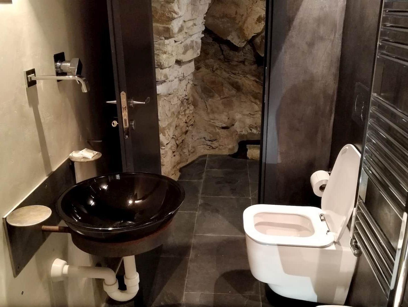 Il bagno di grande design dell'appartamento L'Angolo di Papà Gigi