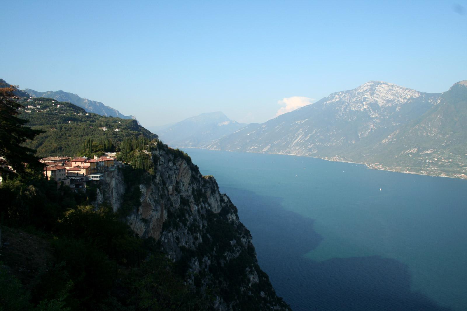 Awesome Terrazza Del Brivido Lago Di Garda Images - Idee Arredamento ...
