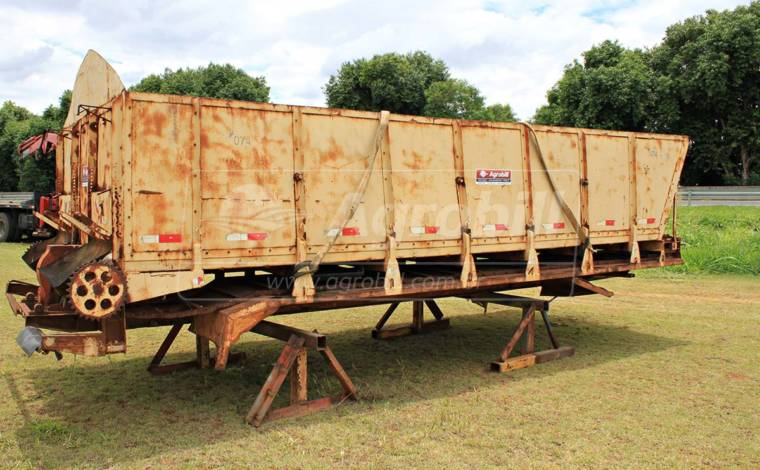 Distribuidor de Torta 12.000 kg > Usado – Super Oferta - Distribuidor de Calcário - Personalizado - Agrobill - Tratores, Implementos Agrícolas, Pneus