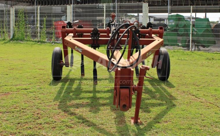 Escarificador 7 Hastes / Desarme Automático – Semeato > Usado - Subsolador - Semeato - Agrobill - Tratores, Implementos Agrícolas, Pneus