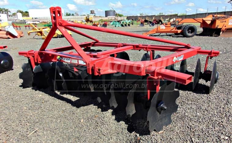 Grade Niveladora Hidráulica MF 22 Discos > Usada - Grades Niveladoras - Massey Ferguson - Agrobill - Tratores, Implementos Agrícolas, Pneus