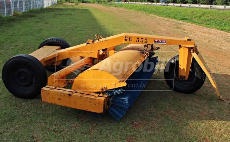 Vassoura Mecânica Rebocável VM7 para Trator > Usada - Vassoura Mecânica - Personalizado - Agrobill - Tratores, Implementos Agrícolas, Pneus