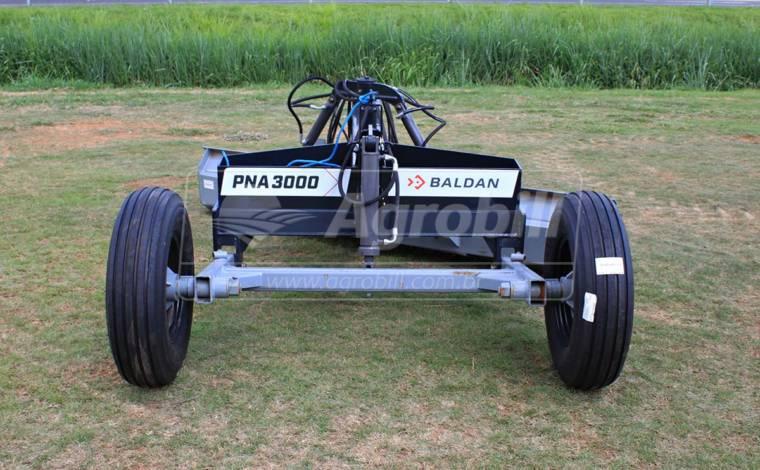 Plaina Niveladora Agrícola PNA 3000 de Arrasto / Com Pneus – Baldan > Nova - Plaina Niveladora Agrícola - Baldan - Agrobill - Tratores, Implementos Agrícolas, Pneus