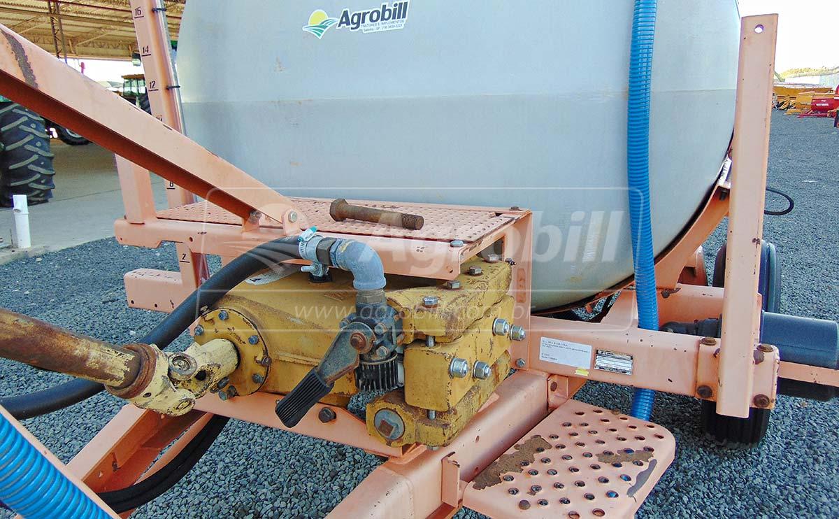 Pulverizador de Fibra 2.000 Litros AD 18 / Jacto – Usado - Pulverizadores - Jacto - Agrobill - Tratores, Implementos Agrícolas, Pneus