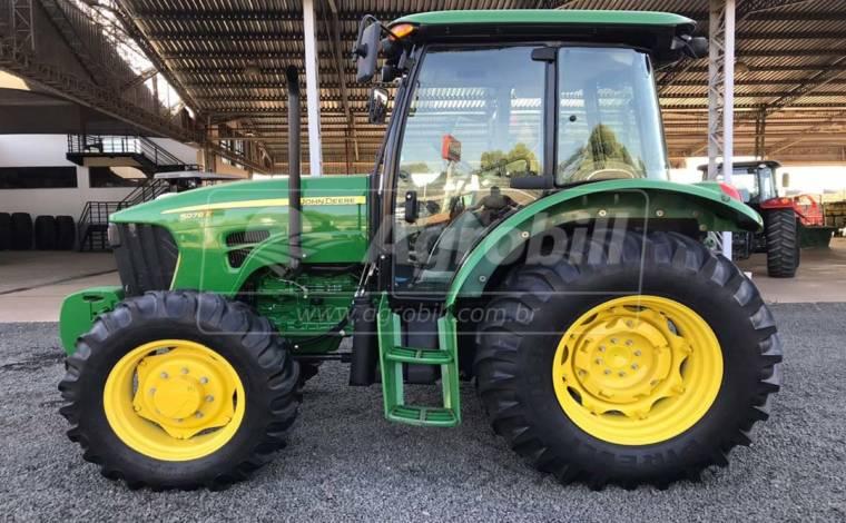 Trator John Deere 5078 E ano 2017 semi novo com 620 Horas - Tratores - John Deere - Agrobill - Tratores, Implementos Agrícolas, Pneus