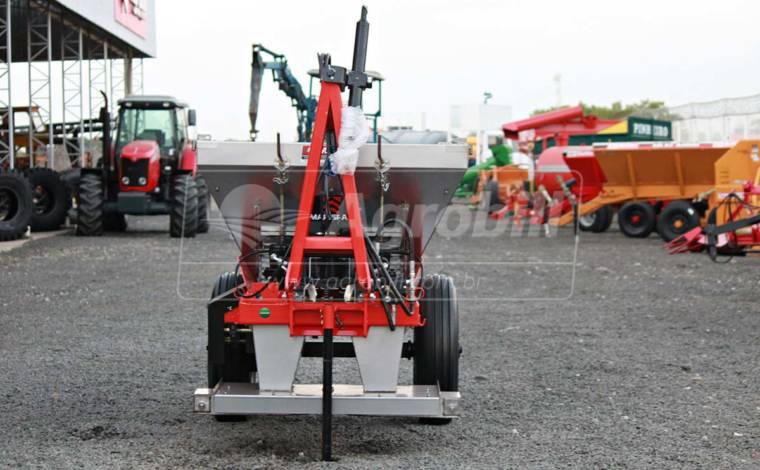 Distribuidor Fertinox 1200 / Adubadeira – Marispan > Novo - Distribuidor de Calcário - Marispan - Agrobill - Tratores, Implementos Agrícolas, Pneus