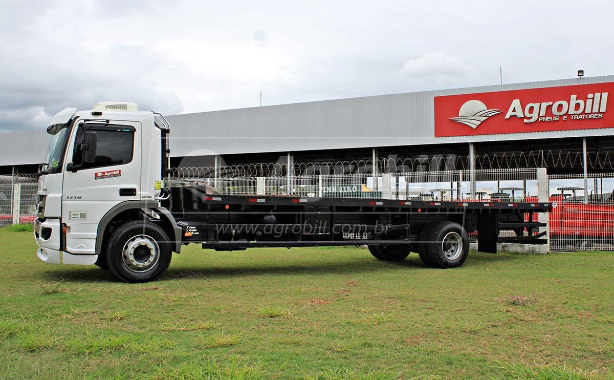 Caminhão Mercedes Benz Atego 1719 / Ano 2013 / Único Dono > Usado - Caminhões - Mercedes-Benz - Agrobill - Tratores, Implementos Agrícolas, Pneus