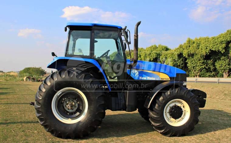 Trator New Holland TM 7020 4×4 ano 2012 SPS em otimo estado. - Tratores - New Holland - Agrobill - Tratores, Implementos Agrícolas, Pneus