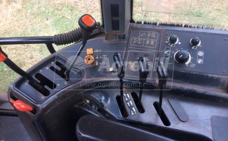 Trator New Holland TM 120 4×4 ano 2000 com 4284 horas, cabinado. - Tratores - New Holland - Agrobill - Tratores, Implementos Agrícolas, Pneus